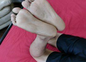 Felix Solo Feet Wank