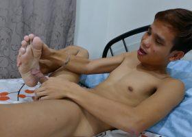 Nishi Solo Feet Wank